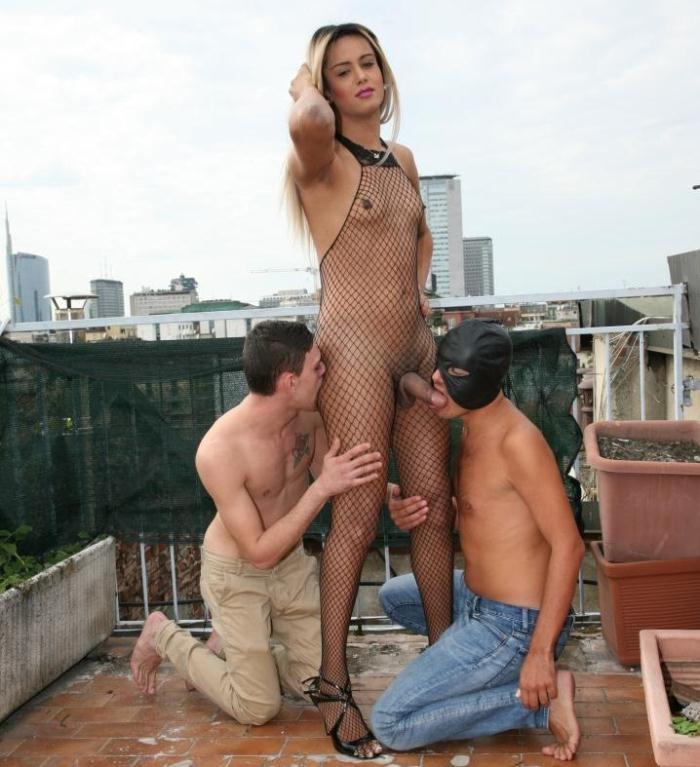 Carolina Doll - Tranny gets lucky in a threesome [HD 720] [TransBella]