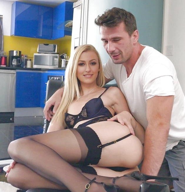 Alexa Grace - Goes Gonzo And Stretches Her Pink Pussy For Bang.com  [HD 718p]