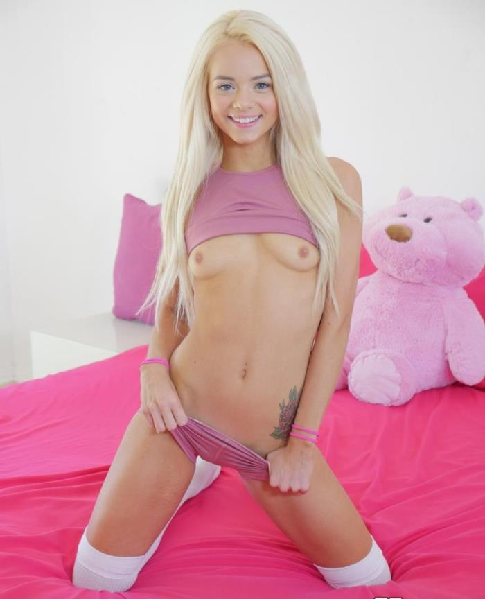Tiny4k - Elsa Jean - Tiny Teen Sneaks In Boyfriend [HD 720p]