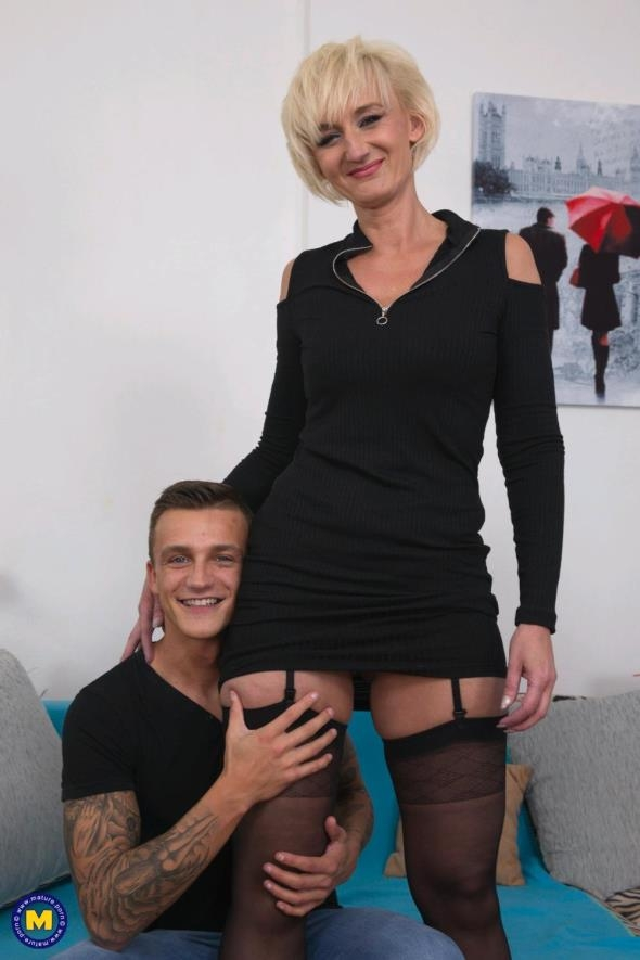 Mature.nl: Marnie (45) - Horny housewife doing her toyboy (FullHD/2017)