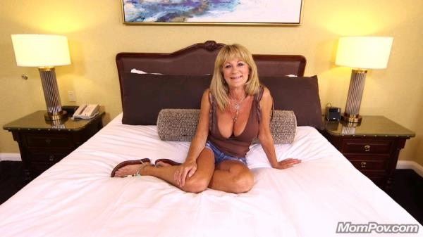Hot cougar exhibitionist: Sandra - Mompov 720p