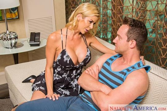 MyFriendsHotMom, NaughtyAmerica: Alexis Fawx - Mature with Big Tits (SD/480p/381 MB) 09.06.2017