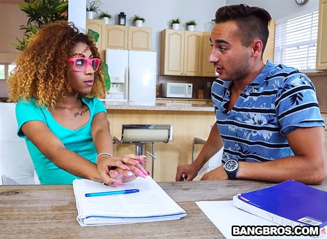 Kendall Woods - Kendall Fucks The Tutor [BangBros, BrownBunnies / SD]