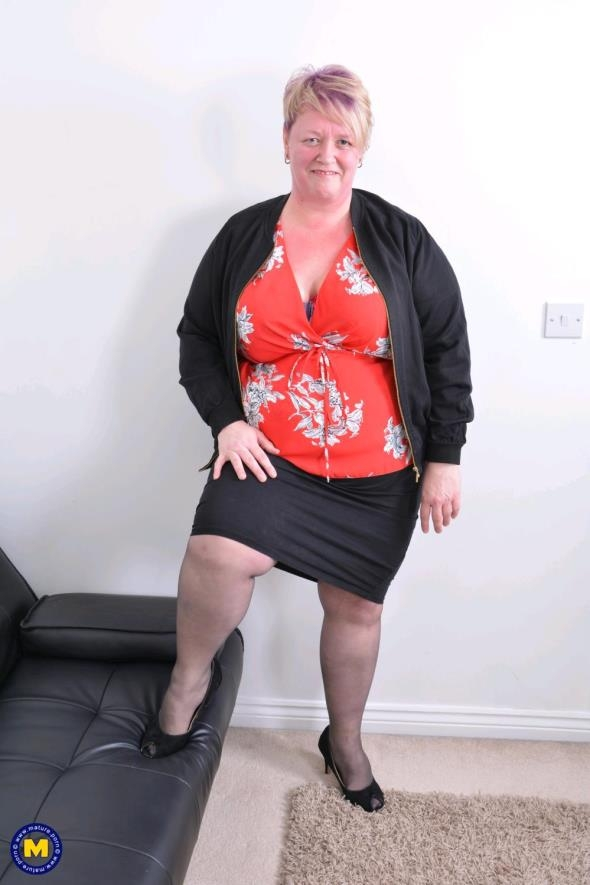 Mature.nl: Lesley (EU) (47) - British mature BBW playing with her toys (FullHD/2017)