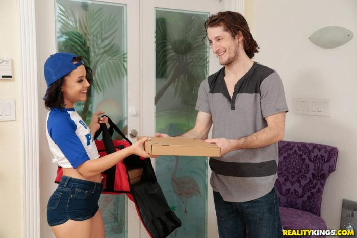 RealityKings - Holly Hendrix - Spicy Meatball [SD 432p]