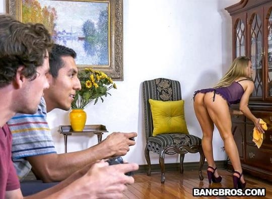 BangBrosClips, BangBros: Nicole Aniston - Bath Time with Nicole (SD/480p/344 MB) 26.06.2017