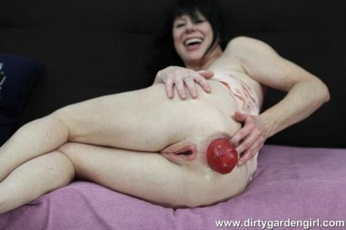 Dirty Garden Girl - Pink fisting fun [HD, 720p] [DirtyGardenGirl.com]
