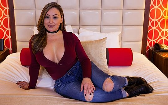 Lolana - Hour glass figure Latina MILF [MomPov / HD]