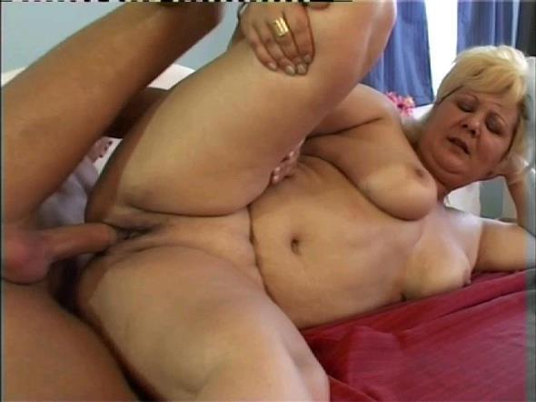 TuttiFrutti.club: Claudia - Hot PAWG blode mom (HD/2017)