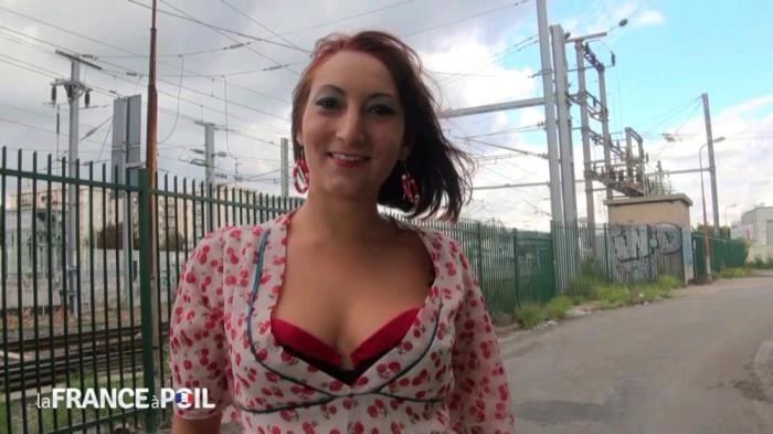 Charlotte - Charlotte aime qu'on la pelotte et qu'on la baise jusqu'a la glotte [HD 720p] Lafranceapoil.com