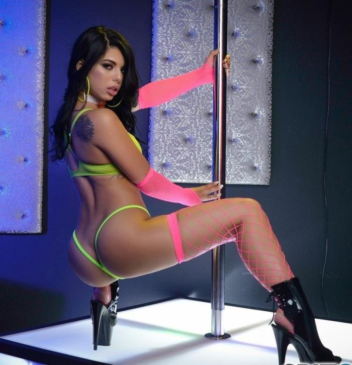 SpizooSuperSite/Spizoo - Gina Valentina [Gina Valentina Stripper Experience] (HD 720p)