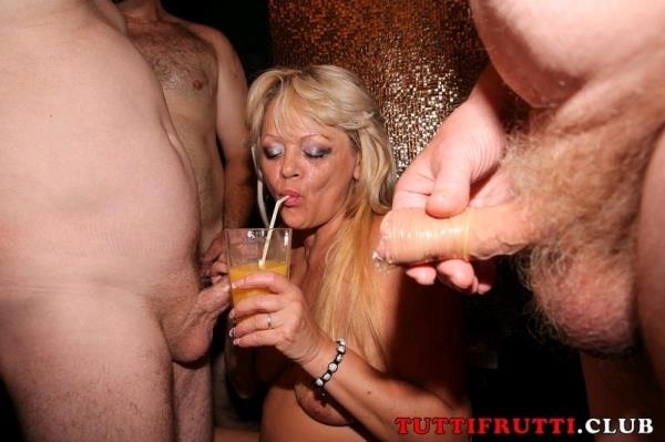 Naughty MILFs on gang-bang party: Amateur - TuttiFrutti.club 720p