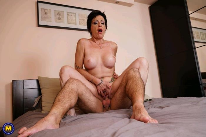 [Mature.nl] Stefania (41) - European beautiful mature babe doing her toyboy (FullHD/1080p/1.17 GB/2017)