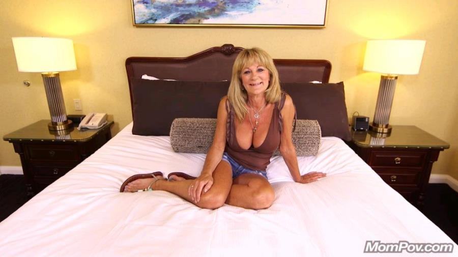 Sandra - Hot cougar exhibitionist [HD 720p] Mompov.com