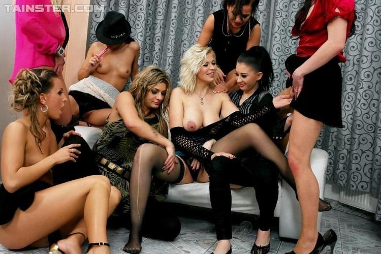 Leony Aprill, Klarisa, Vanessa, Bella Baby, Bailey, Nessy - Spin The Piss Bitch [PissingInAction, Tainster / HD]