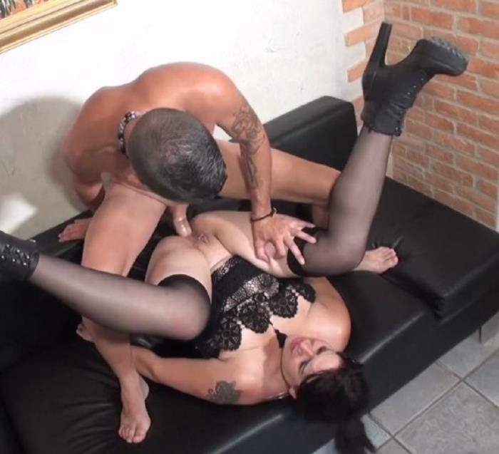 JacquieEtMichelTV.net:  Jessica(Milf) - Jessica, fondue de sodomie !  [FullHD 1080]