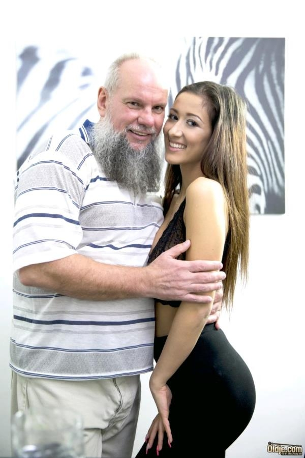 №607 Morning Habbits: Darcia Lee, Attilah - Oldje 720p