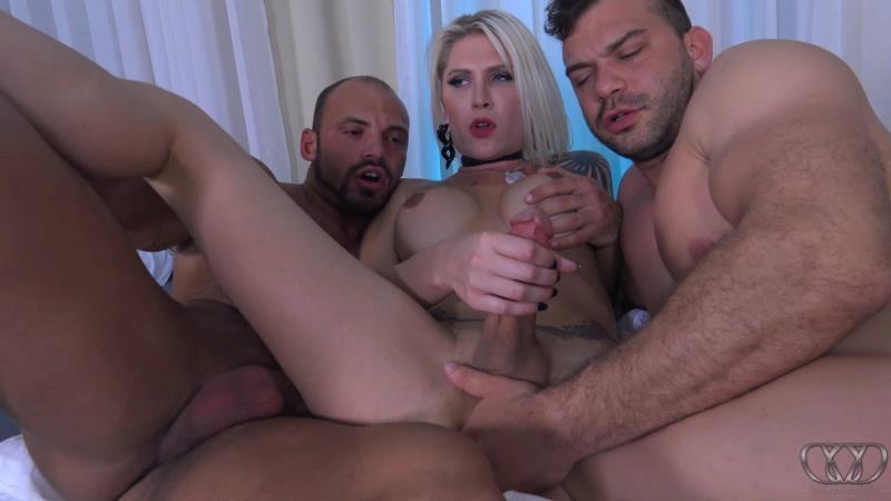 (Threesome / MP4) Danni Daniels - Hot Threesome Dannixxx.com - FullHD 1080p