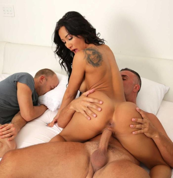 Amia Miley - My Roommates Hot Girlfriend (Milf) - DirtyMasseur/Brazzers   [FullHD 1080p]