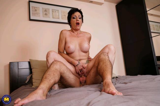 Stefania (41) - European beautiful mature babe doing her toyboy [Mature.nl   1080p]