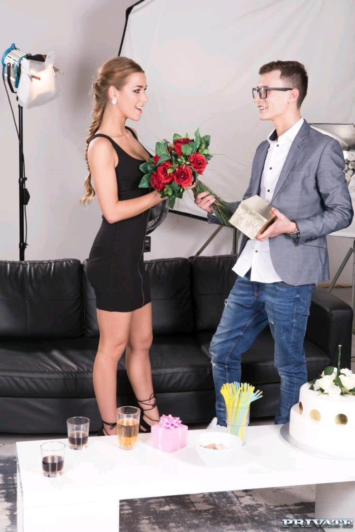 (Private.com) Alexis Crystal - Alexis Crystal celebrates her birthday with anal (FullHD/1080p/1019 MB/2017) PREMIUM VIDEO