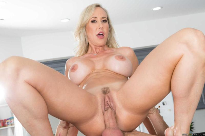 MommyGotBoobs/Brazzers: Brandi Love - Making A Mess On Stepmom [SD 480p] (358 MB)