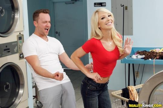MilfHunter, RealityKings: Laura Bentley - Dirty Laundry (SD/432p/270 MB) 03.07.2017