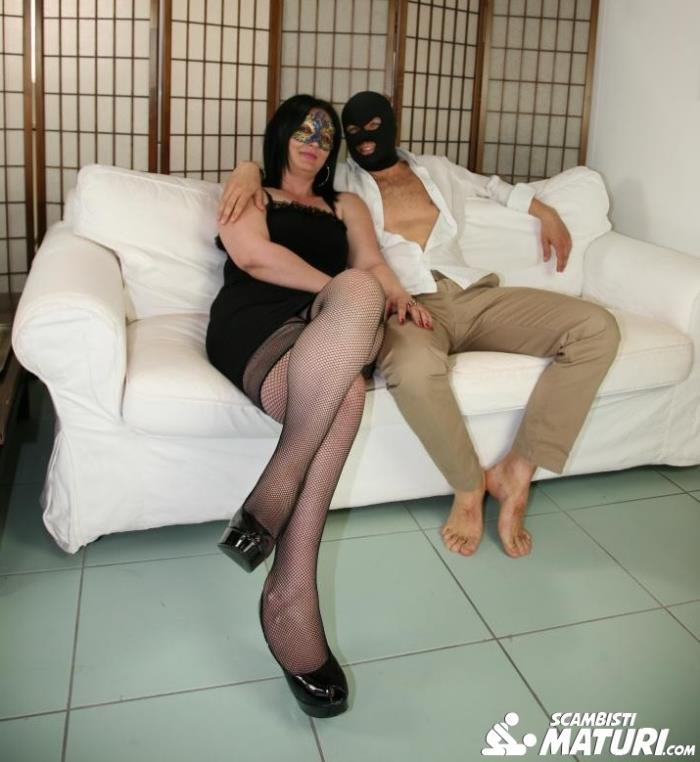 Denisa Grey - Mature Italian newbie Denisa Grey enjoys a kinky swinger sex session  - ScambistiMaturi/PornDoePremium   [HD 720p]
