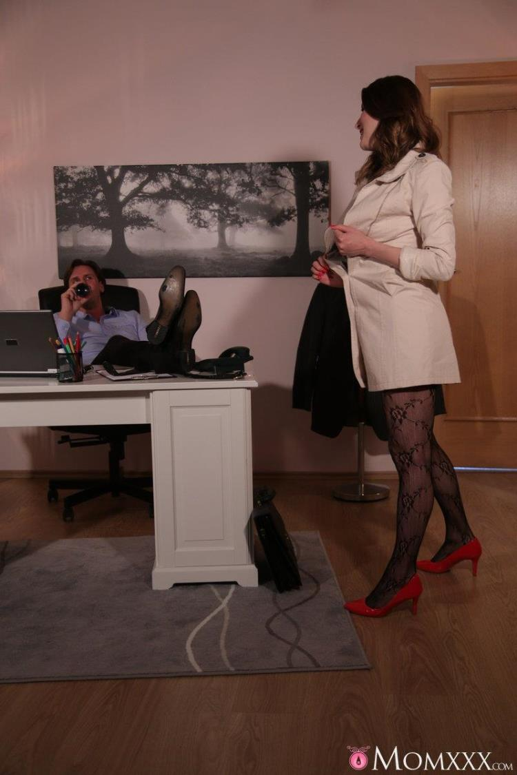 Victoria Daniels - Surprise Office Sex with Horny Wife [SexyHub, MomXXX / SD]