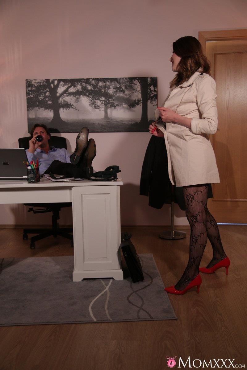 MomXXX.com / SexyHub.com: Victoria Daniels - Surprise Office Sex with Horny Wife [SD] (266 MB)