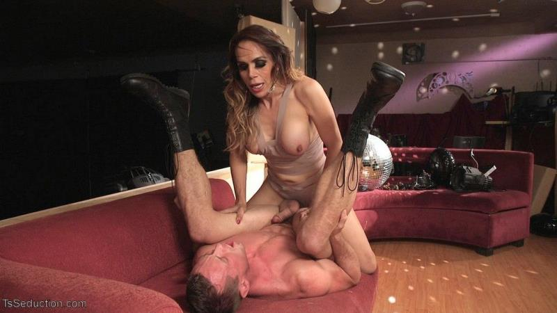 (Hardcore / MP4) Stunning TS Goddess Sofia Sanders Fucks and Fists a Hung Muscled Stud!! TsSeduction.com / Kink.com - SD 540p