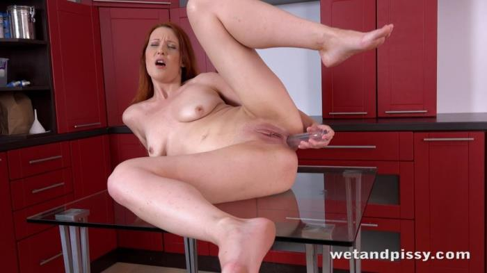 WetAndPissy - Isabella Lui - Pissing in the Kitchen [FullHD 1080p]