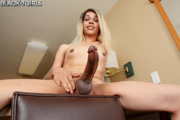 Raven Babe - Raven Babe Strokes And Cums! (Black-TGirls) SD 480p