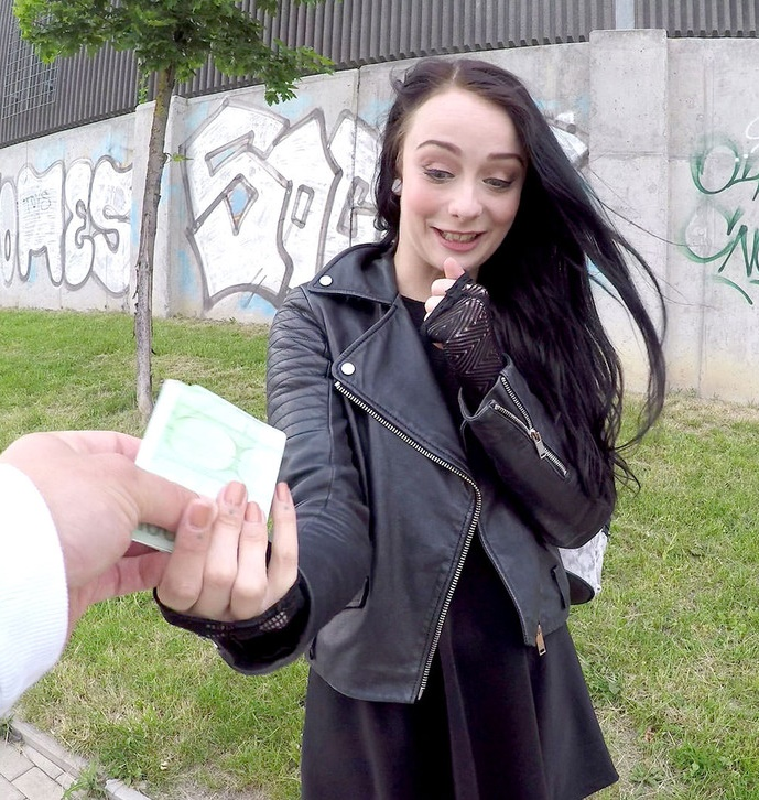 PublicAgent - Alessa Savage - British Babe Gets Creampied Outdoors [FullHD 1080p]