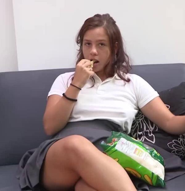Alba Colegiala - Albita de 18 anos Y SU PRIMER ANAL: llego el dia!. Se desvirga con una polla como una lata de refresco... (la de Salva). (Fakings)  [HD 720p]