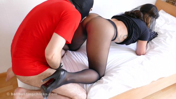BallBustingChicks: Black Widow - Doggy Training  [FullHD 1080p] (495.39 Mb)