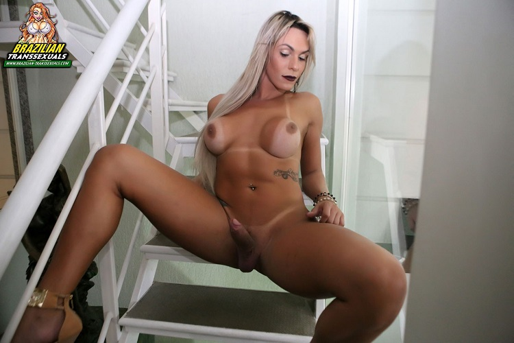 Brazilian-Transsexuals: Camyli Victoria - Gets Wet - Remastered [FullHD 1080p] (958 MB)