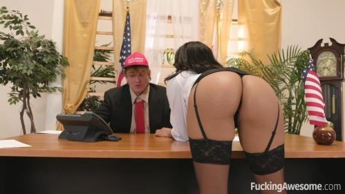 Fuckingawesome.com [Diamond Monrow - DIAMOND HELPS HER COMMANDER IN CHIEF GET A LOAD OFF] SD, 480p
