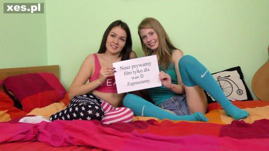 xes.pl: Julia & Weronika - Mlode dziewczyny i ich zabawki (FullHD/1080p/938 MB) 31.07.2017