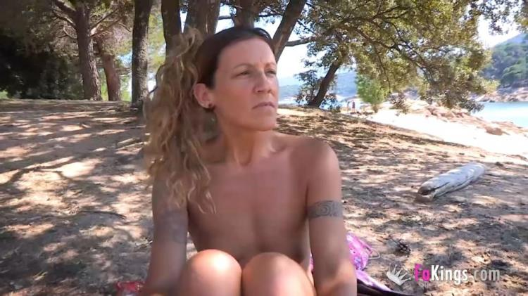 Araceli - Dogging at the nudist beach with Araceli the hot MILF. Can you spread me some sunscreen, pls? [FaKings / SD]