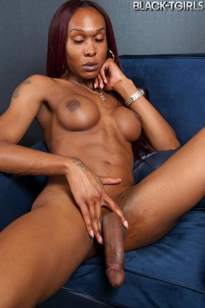 Black-TGirls - Kayla Biggs - Kayla Biggs Strips And Strokes! (720p / HD)