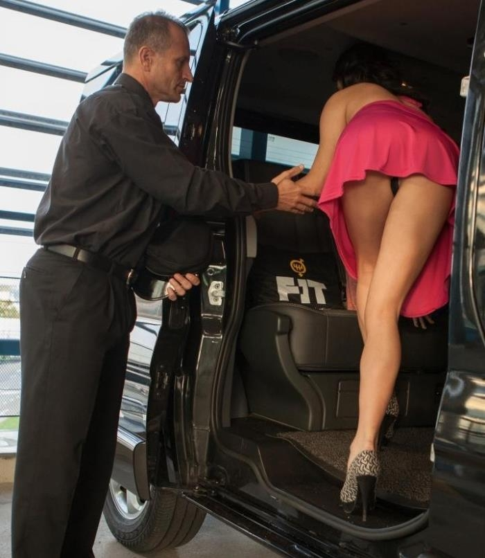 FuckedInTraffic/PornDoePremium - Francesca Di Caprio - Italian babe Francesca Di Caprio craves some car sex at the airport (Public Sex)  [HD / 720p / 444 MiB]