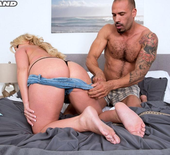 PornMegaLoad - Chrissy Monroe in First On-Camera XXX For A Big-boobed Blonde (FullHD 1080p)