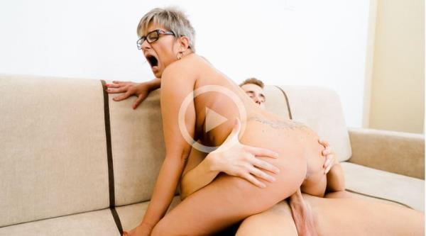 Jessye - The Charms Of A Granny's Pussy [SD 544p]