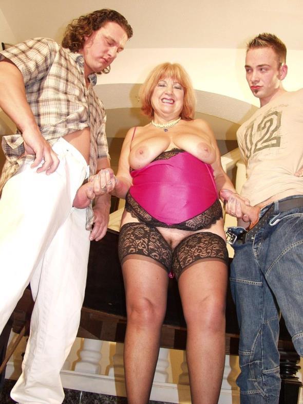 Tuttifrutti.club: Dolly - Huge tits mature (SD/2017)