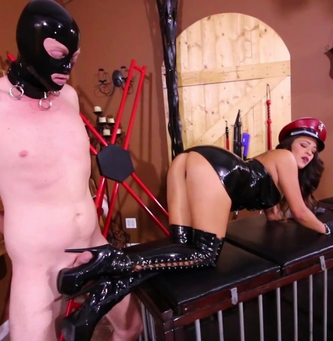ClubDom: Jamie Valentine - Gets Boots Worshiped  [FullHD 1080p] (620.43 Mb)