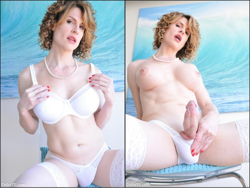 Delia DeLions: Delia TS White Set with Mirror (HD / 720p / 2017) [DeliaTS]