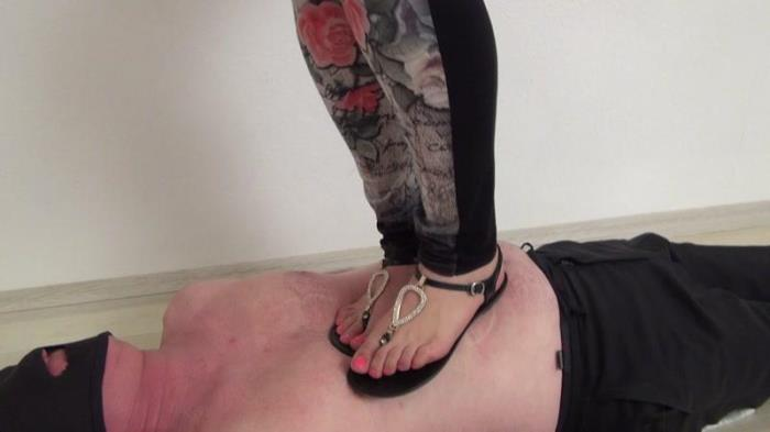 Clarissa trampling in sandals FullHD 1080p