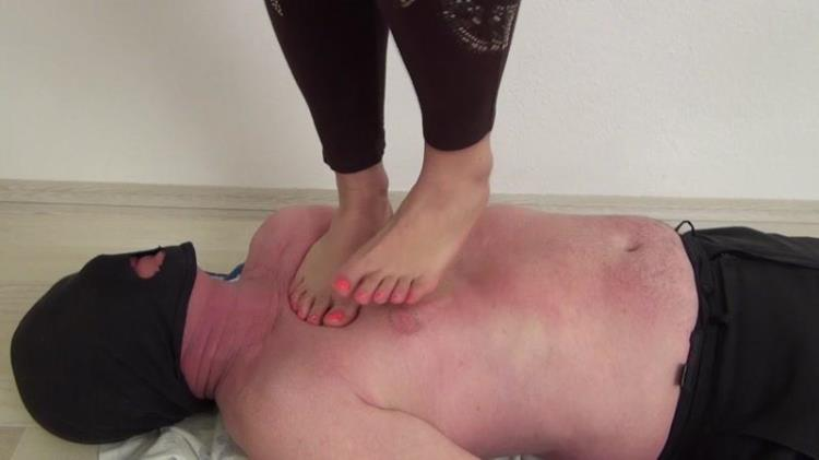 Clarissa trampling barefoot [Clips4sale / FullHD]