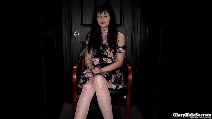 GloryHoleSecrets.com: Phoebe's First Gloryhole Video [SD] (978 MB)